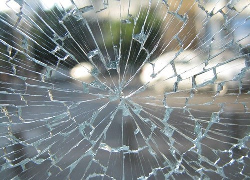 Laminated Glass Crack Example